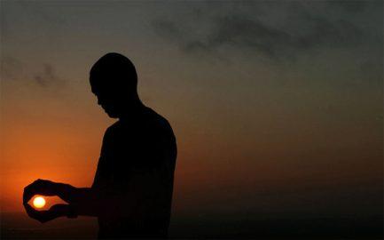 Silhouette Holding Sun photo by Lenneke Veerbeek